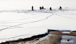 Виды Перми, лед, рыбаки, зимняя рыбалка, весна, зима, потепление, рыбаки на льдине