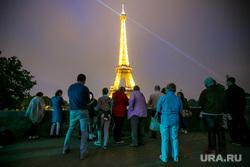 Виды Парижа. Париж, эйфелева башня, туристы