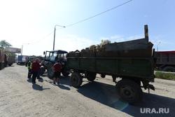 Рейд полиции и представителей Министерства экологии на челябинскую городскую свалку. Челябинск, мусор, трактор, прицеп