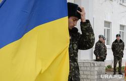 Безоружные украинские военные встретились с Российскими. Переговоры.Севастополь. Крым. Аэропорт Бельбек, флаг украины, армия, военные, солдаты