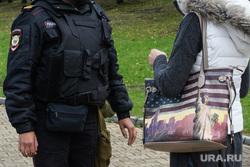 Задержания участников митинга против пенсионной реформы в Екатеринбурге, проверка документов, сумка, сша, америка, полиция