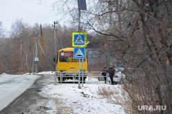 Школа-интернат. Челябинская область, школьный автобус, пешеходный переход, автобус, остановка транспорта, дети, желтый автобус