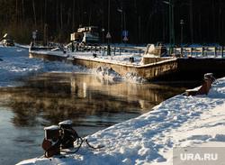 Восстановление переправы на реке Лямин, разрушенной ледоходом. Сургут, баржа, переправа
