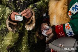 Слет охотников, рыбаков и оленеводов в д.Русскинская,  Сургут  , аборигены, ханты, кмнс, деньги, рубли