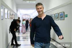 Комиссия по местному самоуправлению и внеочередное заседание гордумы Екатеринбурга, коридор, ройзман евгений, улыбка, портрет