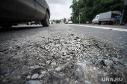 Ямы и трещины на дорогах. Екатеринбург, щебень, яма на асфальте