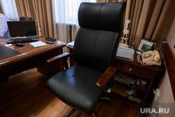Алексей Кузнецов, министр природных ресурсов и экологии СО. Екатеринбург, рабочее место, кресло, пустое кресло