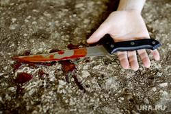 Жертвы убийства. Трупы. Окровавленный нож, убийство, кровь, нож в руке