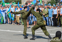 День ВДВ в Челябинске, десантники вдв, дети, показательные выступления