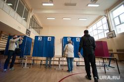 Голосование на выборах в Екатеринбургскую городскую Думу. Екатеринбург , кабинки для голосования, голосование, избиратели