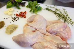 Приготовление шашлыков. Екатеринбург, кура, курица, куриная тушка