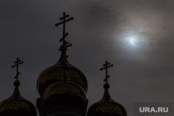 Солнечное затмение. Екатеринбург, купола храма, солнечное затмение