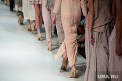 Педофил, детское насилие, показ мод, подиум, модели, женская одежда, показ мод, коллекция, модели, подиум