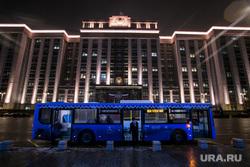 Предновогодняя Москва. Иллюминация. Москва, госдума, автобус, общественный транспорт, город москва, новый год, вечерняя москва