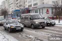 Уборка снега после обильного снегопада. Тюмень , пробка, сугробы, авто, снег