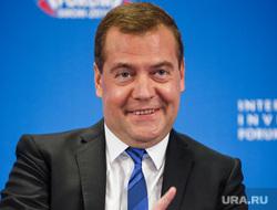 Медведев и ко. Форум Сочи-2014, портрет, указательный палец, медведев дмитрий
