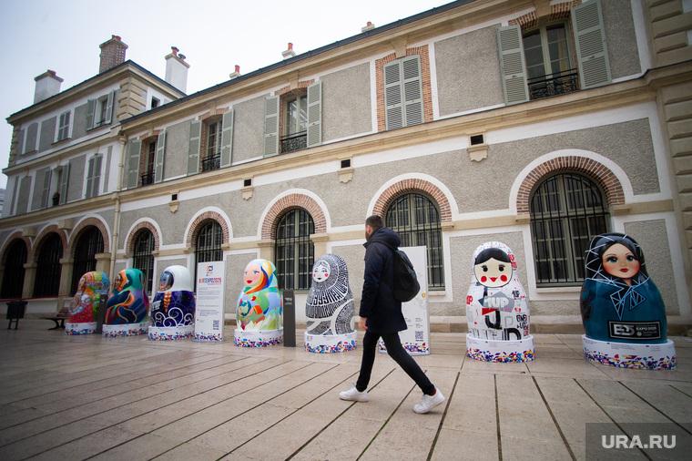 Экспозиция 10 авторских матрешек к Всемирной универсальной выставке ЭКСПО-2025. Франция, Париж