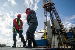 Нефтяная буровая. Ноябрьск, буровая, нефтяники, буровики, добыча нефти, нефть