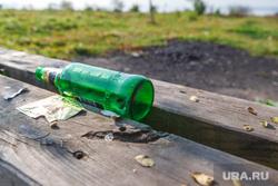 Рабочая поездка по городу №2. Екатеринбург, скамейка, пиво, пустая бутылка, стеклотара
