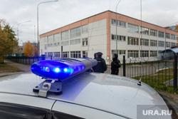 Эвакуация 18 школы после обнаружения предмета похожего на взрывное устройство. Сургут, мигалка, полиция, школа18, бомба в школе