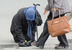 Нищенка. Челябинск, милостыня, пенсионер, нищая, нищета, бедность, нужда, попрошайка, подаяние, уровень жизни