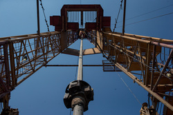 Открытая лицензия на 30.07.2015. Добыча газа и нефти., буровая, нефть, романовское месторождение
