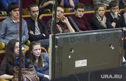 МК-телемост в Музыкальном колледже. Екатеринбург, зрительный зал, телемост, экран, тв, экран телевизора, молодежь