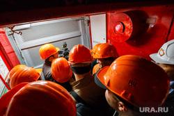 Башня «Исеть». Екатеринбург, строительные каски, заполненный лифт