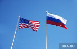 автосалон, автомобили, противостояние россия и сша, агрессия, злость, ругань, бунт, флаги россия и сша, противостояние россия сша