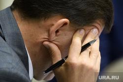Совет по коррупции в полпредстве. Екатеринбург, чиновник, задумчивость, размышление, думает