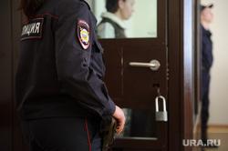 Процесс по делу «Бухты Квинс»: допрос Ларисы Ассоновой. Екатеринбург, уголовное дело, зал суда, судебное заседание, полиция, суд, судебный процесс, клетка