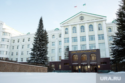 Город зимой. Ханты-Мансийск, дом правительства хмао