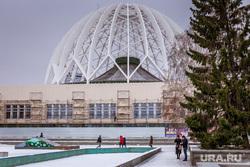 Фасад екатеринбургского цирка зашили облицовочной плиткой. Екатеринбург, екатеринбургский цирк