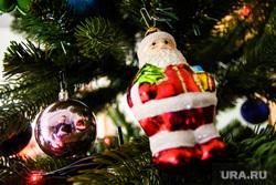 Украшенная перед новым годом редакция URA.Ru, елочные игрушки, новый год