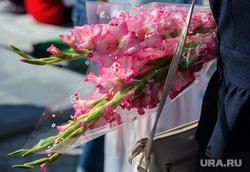 Открытие фестиваля «Безумные дни» в Екатеринбурге, учитель, первое сентября, праздник, презент, подарок, цветы, гладиолус
