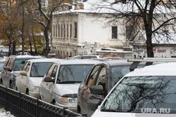 Виды Екатеринбурга, стоянка, автомобиль, парковка на обочине, личный транспорт