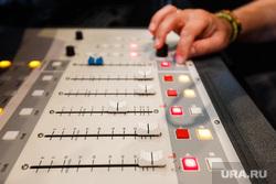 Радиостанция «Пилот». Прямой эфир шоу «Катапульта». Екатеринбург, радио, пульт, звукооператор
