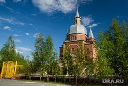 Город летом. Сургут, город сургут, церковь христа спасителя евангельских христиан баптистов, баптистская церковь