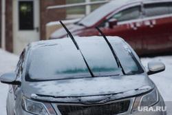 Снег. Ханты-Мансийск., автомобиль, зима, дворники, машина в снегу