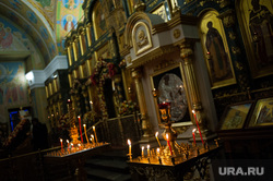 Пасхальное богослужение в Свято-Троицком кафедральном соборе. Екатеринбург , свечи, богослужение, иконы, храм, церковь, алтарь, вера, собор, служба, религия, православие