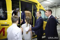 Торжественное вручение школьных автобусов. Курган, школьный автобус, школьники, шумков вадим