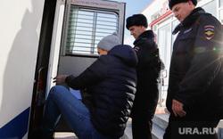 Оглашение приговора воспитанникам Кипельского детского дома. поселок Юргамыш , автозак, полиция
