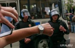 Несанкционированный митинг на Тверской улице. Москва, часы, протестующие, автозаки, задержания, полиция, несанкционированный митинг, куделка