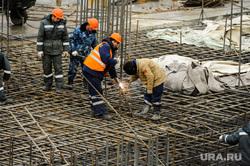 Рабочий объезд Борисом Дубровским объектов строящихся к саммитам ШОС и БРИКС. Челябинск, сварка, строители, стройка, рабочие