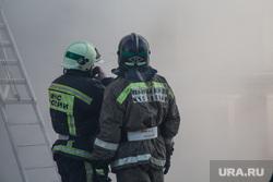 Пожар памятника архитектуры по ул. Семакова 8. Тюмень, пожарные в каске, пожарные, мчс