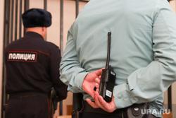 Выбор меры пресечения фигурантам по делу о взятке бывшему вице-губернатору Ванюкову. Курган, полиция, рация, арест