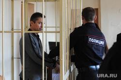 Продление ареста Геннадию Васькову в суде Тракторозаводского района. Челябинск, арест, васьков геннадий, полиция, клетка