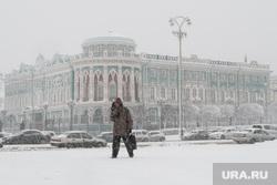 Сильный снегопад в Екатеринбурге, дом севастьянова, метель, город екатеринбург, снегопад, зима