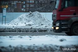 Уборка снега объезд Екатеринбурга, сугроб