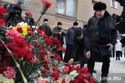 Литургия по погибшим от взрыва подъезда дома № 164 на Карла Маркса. Магнитогорск, мемориал, цветы